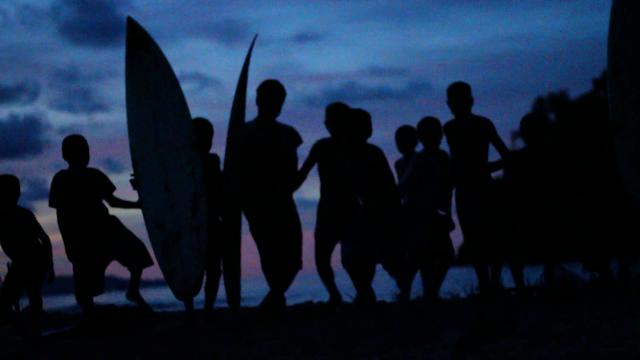 MVI_0447_sunset-running-at-cam-slo-motion1