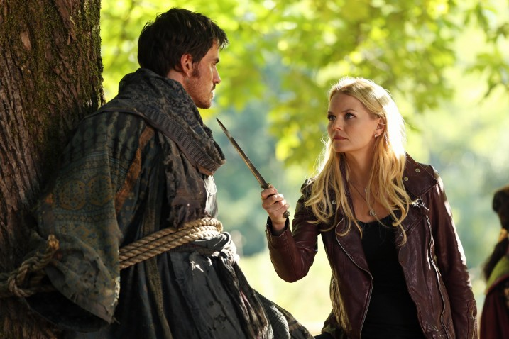 Once-Upon-a-Time-s2-hook-emma