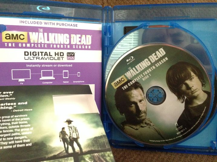 The Walking Dead Season 4 Blu-ray Unboxing 3