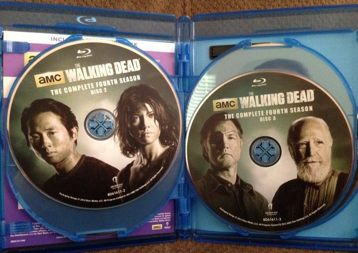 The Walking Dead Season 4 Blu-ray Unboxing 4
