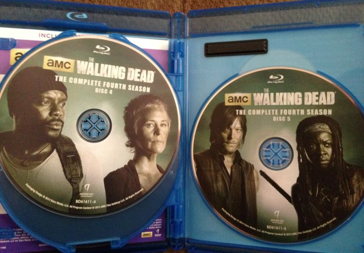 The Walking Dead Season 4 Blu-ray Unboxing 5